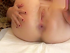Blonde fucks her ass in private chat
